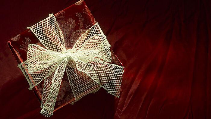 Media Name: 201312_gift.jpg
