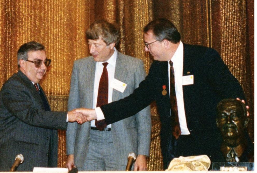 Crane Presents Hayek Bust to Primakov