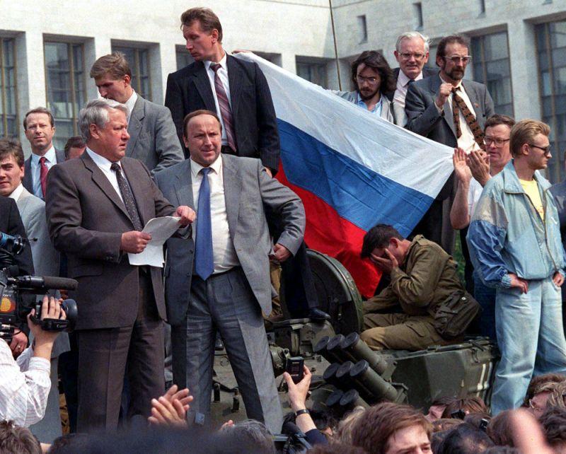 Yeltsin on tank